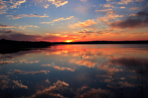 blue autumn sunset sky orange cloud sun lake reflection 20d nature topf25 water topv111 azul clouds wow skyscape evening nc otoño mirroredthings naranja 2470l chathamcounty jordanlake specland img6507 diamondclassphotographer beverrettjordanlake ncfacesandplaces nc2u