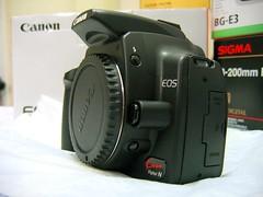 single lens reflex camera(0.0), video camera(0.0), cameras & optics(1.0), digital camera(1.0), camera(1.0), digital slr(1.0), camera lens(1.0), reflex camera(1.0),