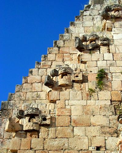 Maya modern.