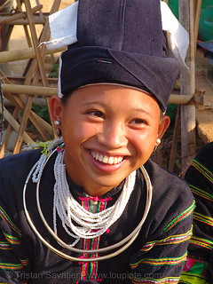 "7092 - vietnam - Smiling ""Lo Lo Den"" tribe girl with necklaces"