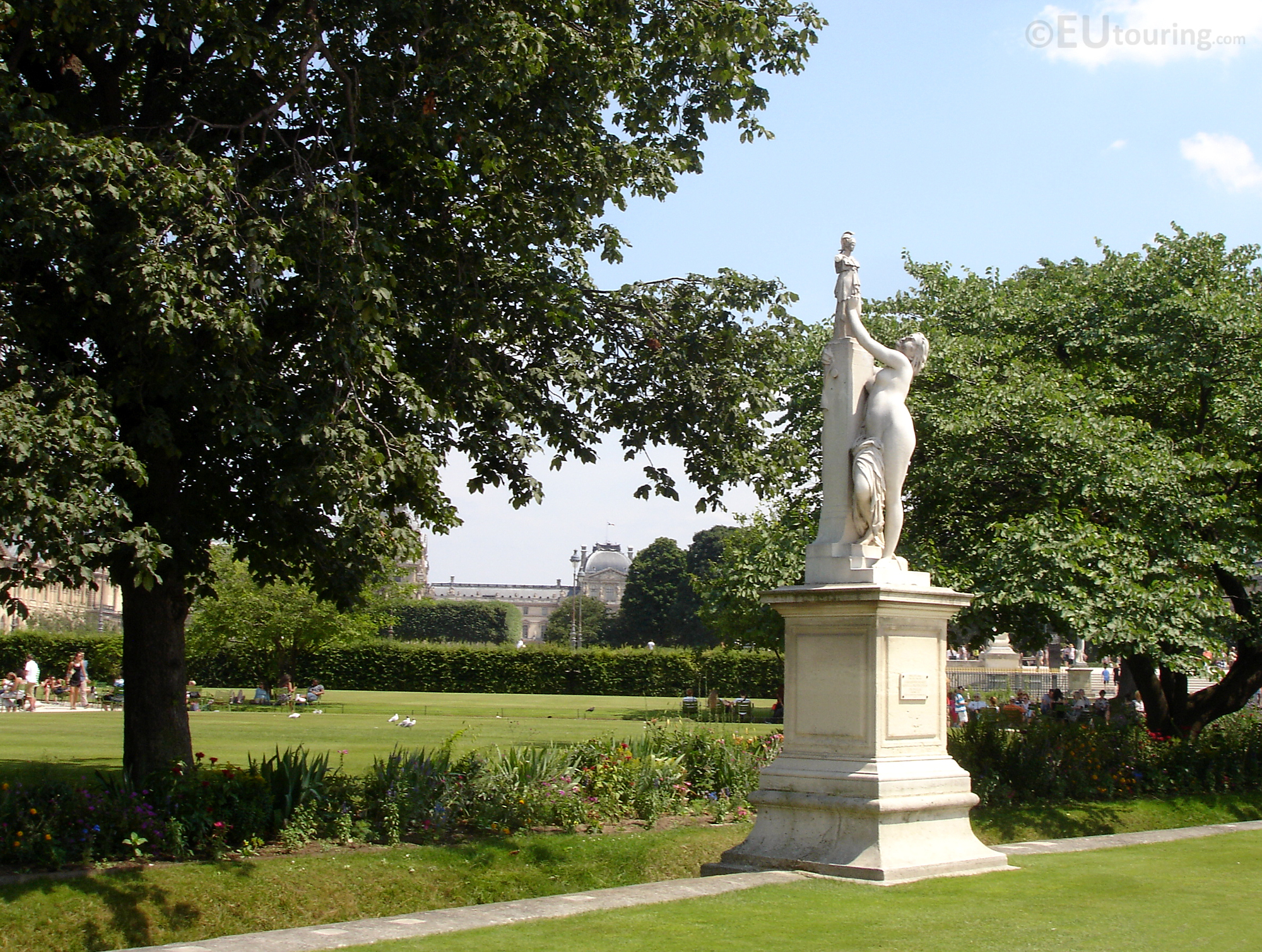 Statue over the green