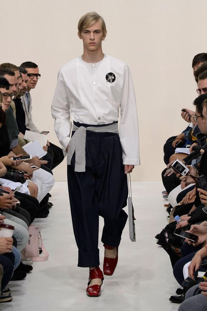 Dominik Sadoch3290_SS16 London J.W. Anderson(fashionising.com)