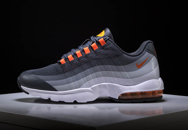 THE NIKE DESIGNER WHO CREATED THE ROSHE RE-INVENTED THE AIR MAX 95 3