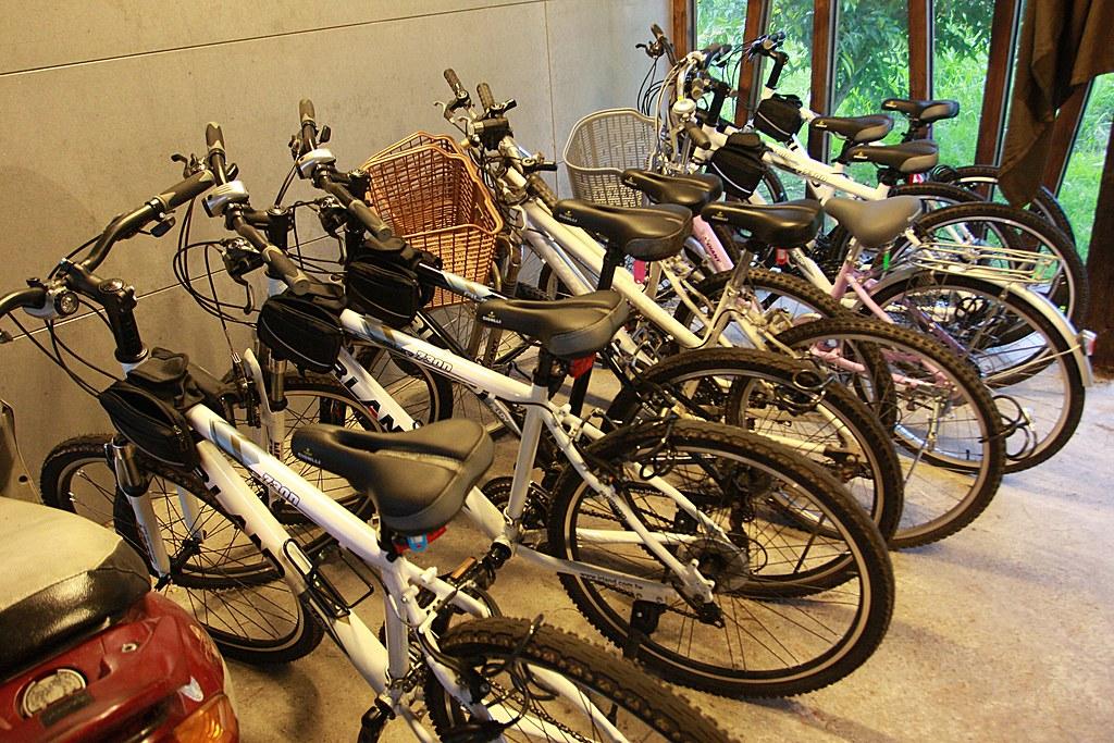 有腳踏車可以借來騎喔..