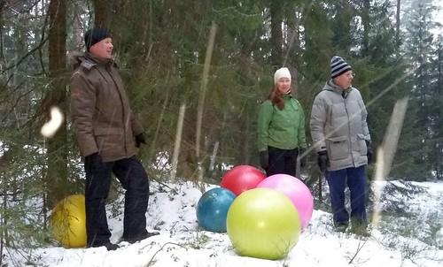 Jääjyvästen tanssia Kauniaisten Kasavuoressa. (kuva Minna Airaksinen)