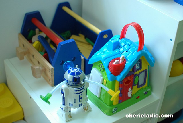 A wooden & plastic tool set, one for each boy, E2T2 from StarWars and a talking house.