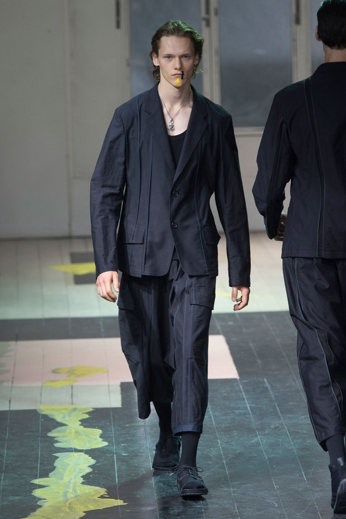 Ryan Keating3103_SS16 Paris Yohji Yamamoto(fashionising.com)
