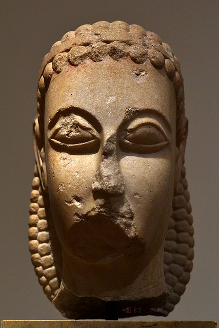 Head of a Kouros (3372), island marble from the National Archaeological Museum (artificial light, Oct 2014)