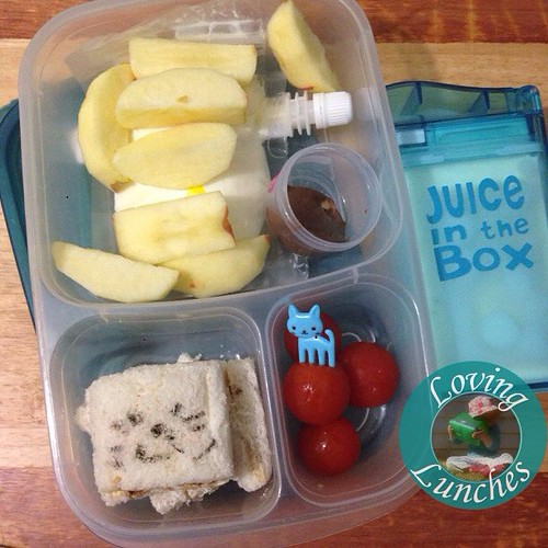Loving having had such a busy weekend with the girls… and that Miss M wanted to help make her lunch for tomorrow! She did the stamping on the sandwich while I gathered everything else 😃. Have you entered our #giveaway for a @boardwalkimports #juice