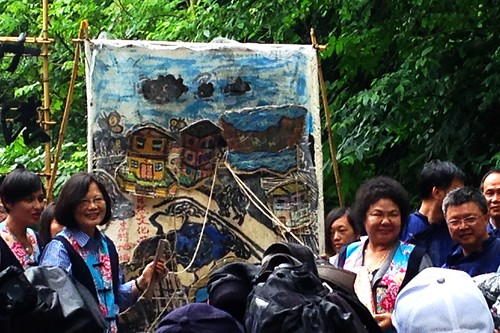 民進黨總統候選人蔡英文、高雄市長陳菊,昨(12日)參加黃蝶祭,共同揭示里山願景。
