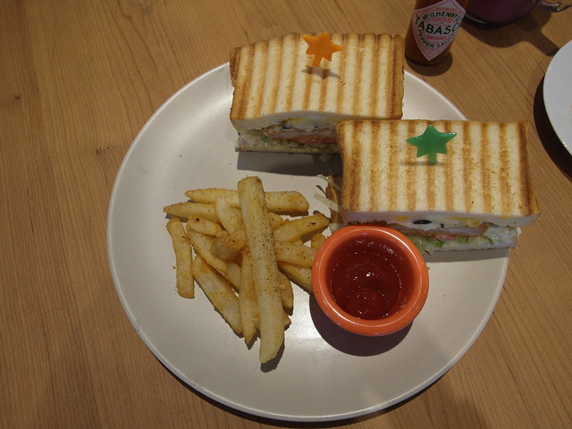 鱈魚塔塔醬帕尼尼 ($180),醬料清爽@Waffle Please比利時列日鬆餅大安店