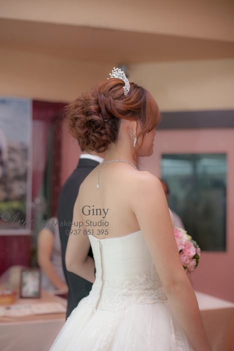 Giny,愛瑞思造型團隊,台北新娘秘書,新娘秘書,清透妝感,蓬鬆盤髮,線條盤髮,教堂婚禮,修剪劉海,韓風飾品