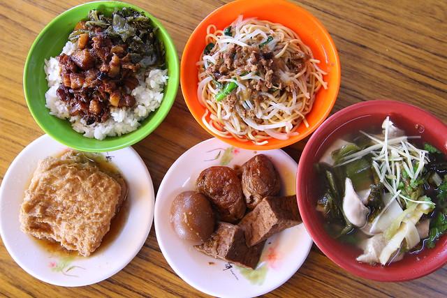 台中北平美食-古早味炒麵滷肉飯 (1)