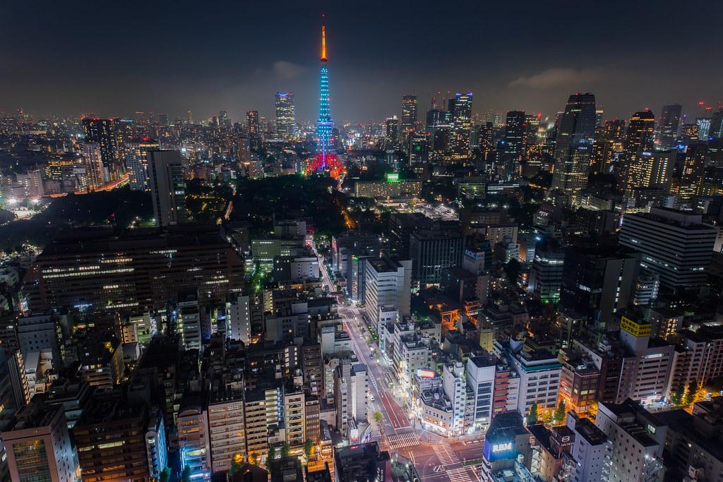 东京铁塔还换了奇怪的