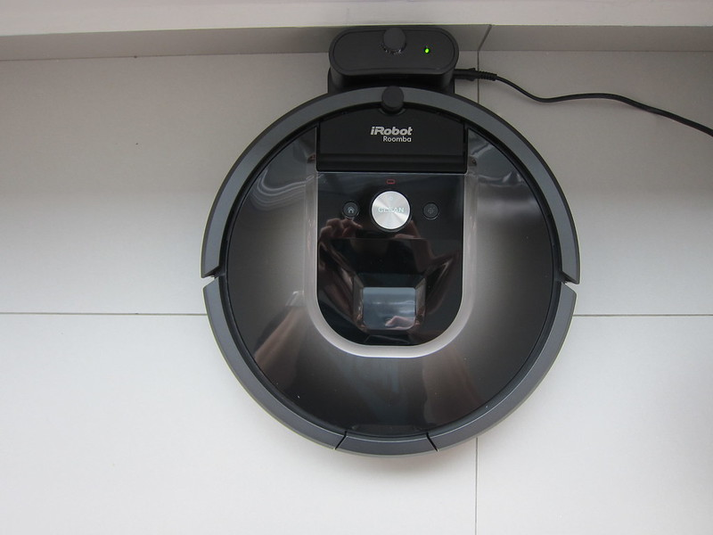 iRobot Roomba 980 - Plugged-In - Top