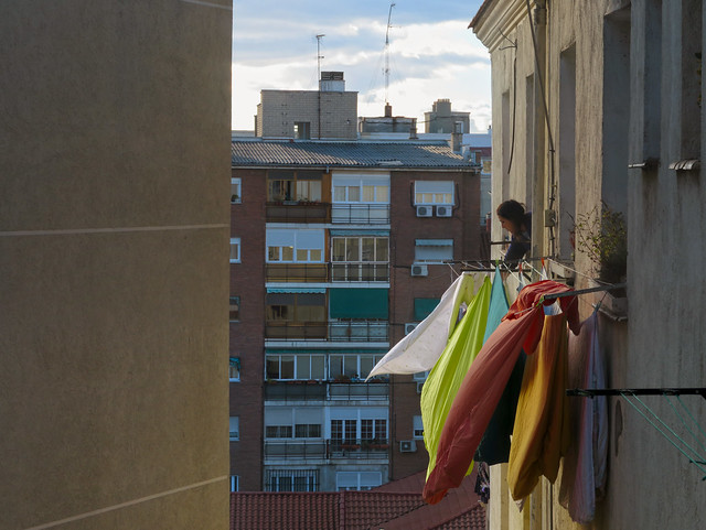 Woman hanging laundry to dry; Lavapies, Madrid (2017)