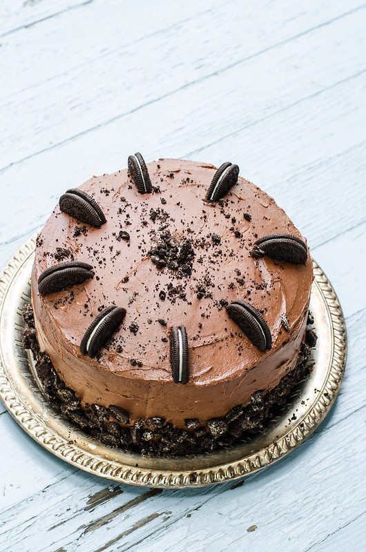 Chocolate Cookies and Cream Cake | cookingalamel.com