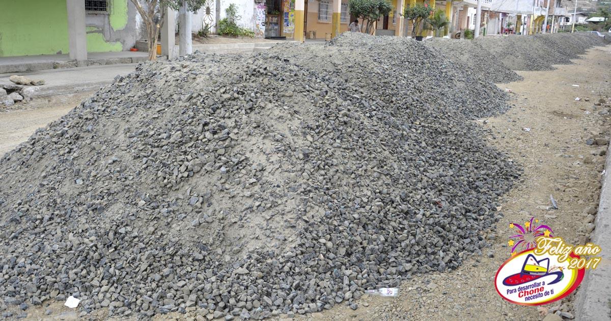 Trabajos para adoquinar calle Elio Santos Macay