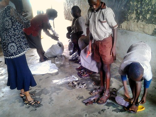The Bridge of Care Programme also operates in Ibadan where students of the Community Primary School in Gbena/Kajola receive new shoes and school supplies