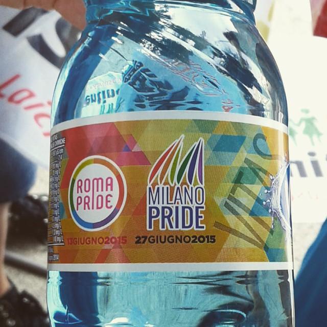 Anche l'acqua del #milanopride , abbiamo.  #pride2015 #sentinelli