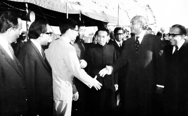 My father introducing Chinese engineers to the Prime Minister