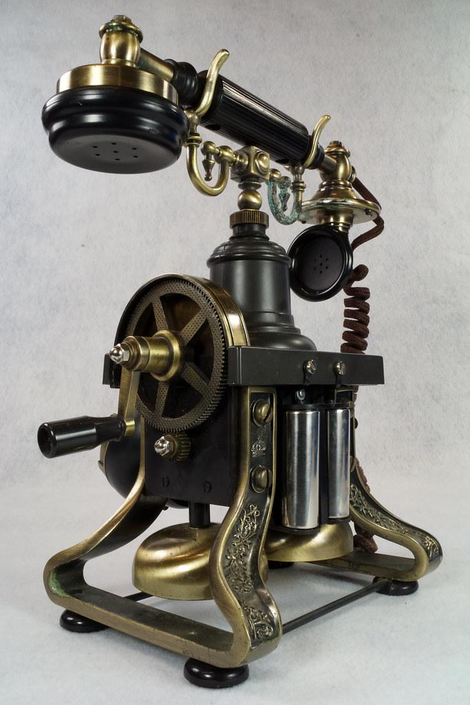 RD15260 Vintage Retro 1892 Eiffel Tower Paramount Replica Desk Telephone DSC08879