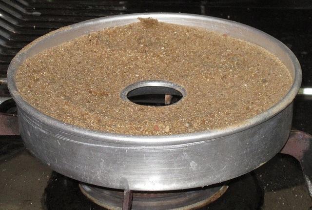 """Ako sa """"pecie"""" kolac v Indii bez elektrickej rury"""