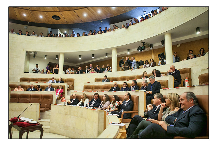 Gorostiaga se convierte en la primera mujer que preside el Parlamento de Cantabria