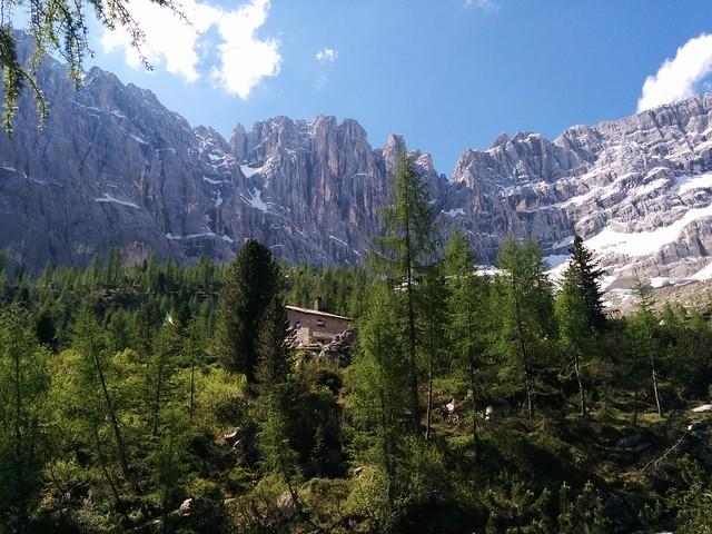 Vandelli-Sorapiss-Hütte in Sicht