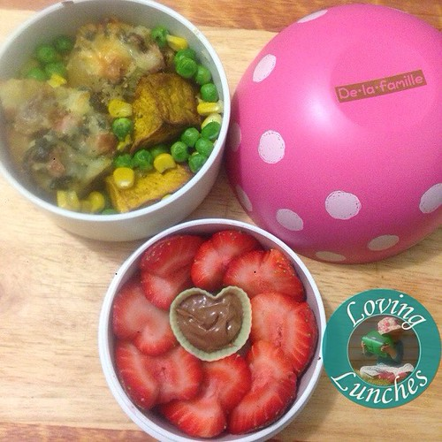 Loving my lunch for tomorrow… stuffed potatoes with roast pumpkin, peas and corn along with a strawberry heart bouquet with a little cashew/Nutella dip. Potatoes inspired by @colesmag_team Box from @little_bento
