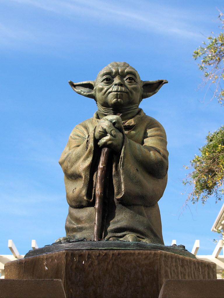 Estatua Yoda
