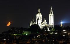 Coucher de lune rousse sur le Sacré-coeur