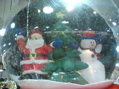 inflatable(0.0), art(1.0), christmas decoration(1.0), santa claus(1.0), christmas(1.0), snowman(1.0),