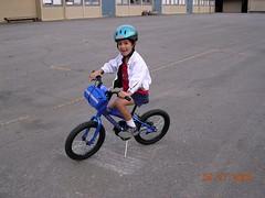 training wheels(0.0), bmx bike(0.0), freestyle bmx(0.0), extreme sport(0.0), bmx racing(0.0), bicycle motocross(1.0), vehicle(1.0), sports equipment(1.0), cycle sport(1.0), bicycle(1.0),