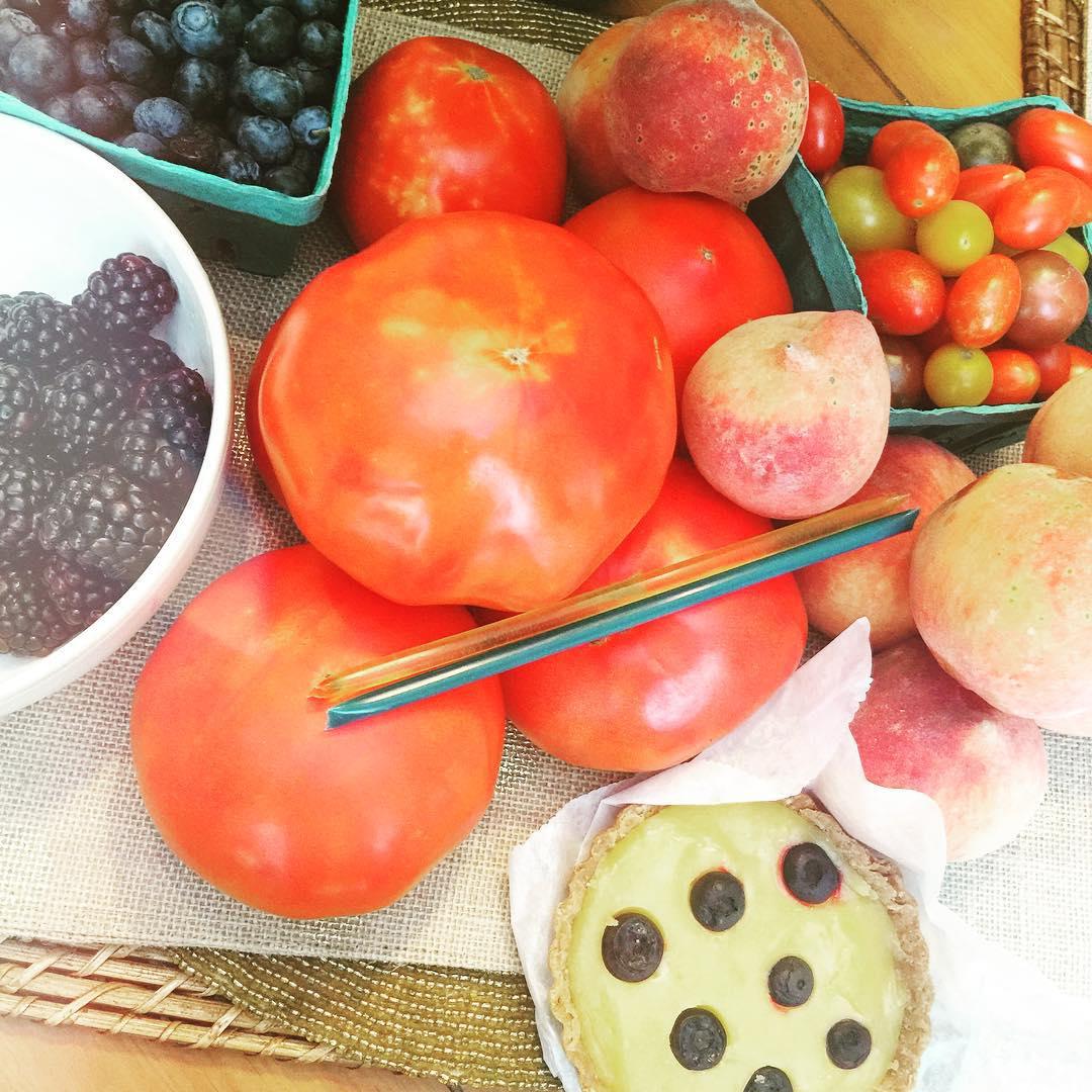 Farmers market loot! 🍅🍑🍯 #amishtomatoes #blueberrylemontart #nomnom #sofresh #farmersmarket
