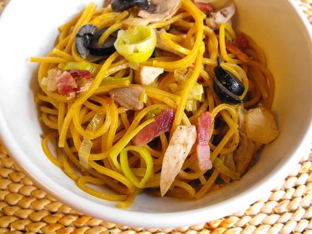 Esparguete de caril com frango (aproveitamentos)