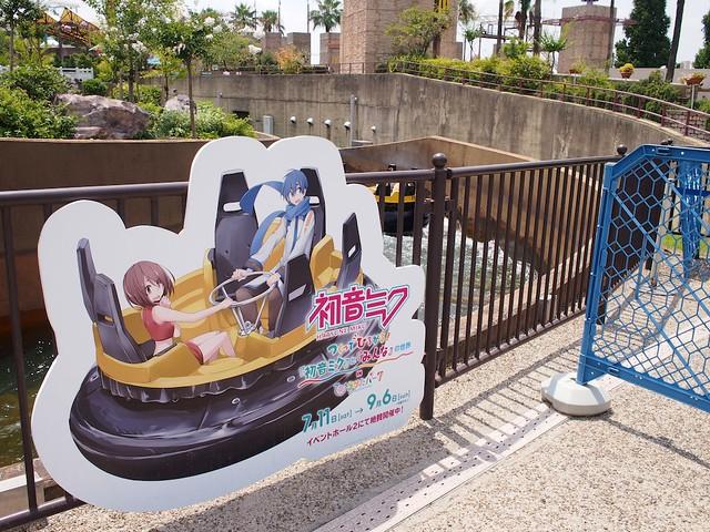 川下り「パチャンガ」に乗るKAITOとMEIKO