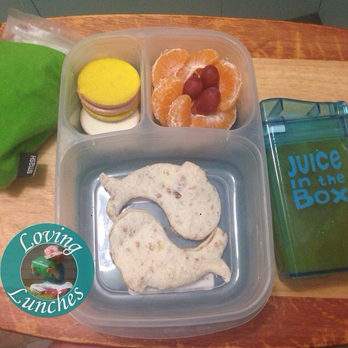 Loving an easy @easylunchboxes for the last lunch of the week… biscuits, mandarin and grape, #lunchpunch sandwich with @sinchies yoghurt pouch in a @nudefoodmovers drink bottle sleeve and our @boardwalkimports #JuiceInTheBox filled with pineapple juice to