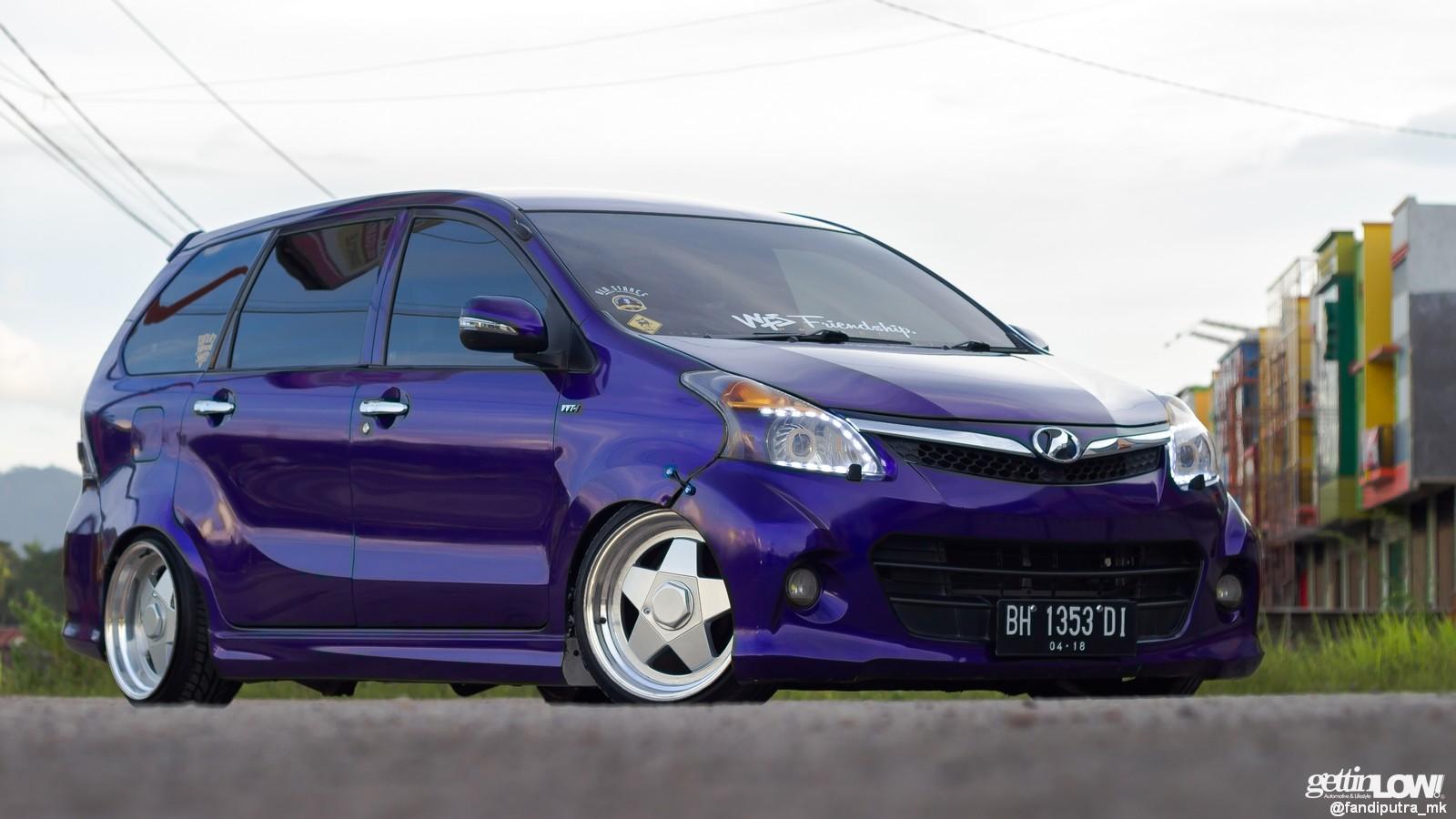 Toyota Avanza Padang (Biru)
