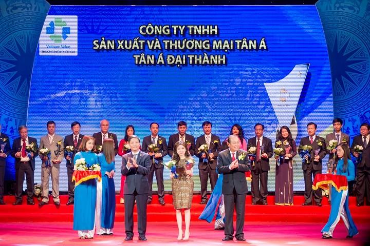 PTGĐ Tân Á Đại Thành Nguyễn Phương Anh nhận giải Thương hiệu Quốc gia
