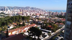 Fabulosas vistas a todo levante y al mar y a la montaña. Muy soleado. Solicite más información a su inmobiliaria de confianza en Benidorm  www.inmobiliariabenidorm.com