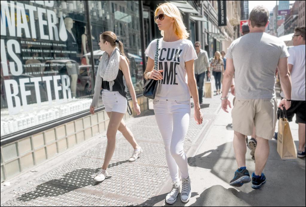 SS6-15 7 white fcuk tee white jean grey converse black bag blond
