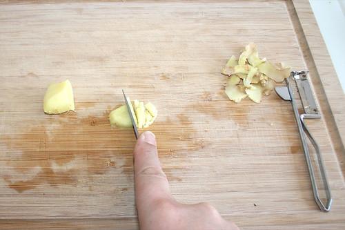 21 - Ingwer zerkleinern / Mince ginger