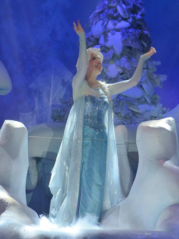 Eté 2015 : La Reine des Neiges, de retour pour givrer l'été du 1er juin au 13 septembre 2015 - Page 9 19506884929_c55d2b92e5_c