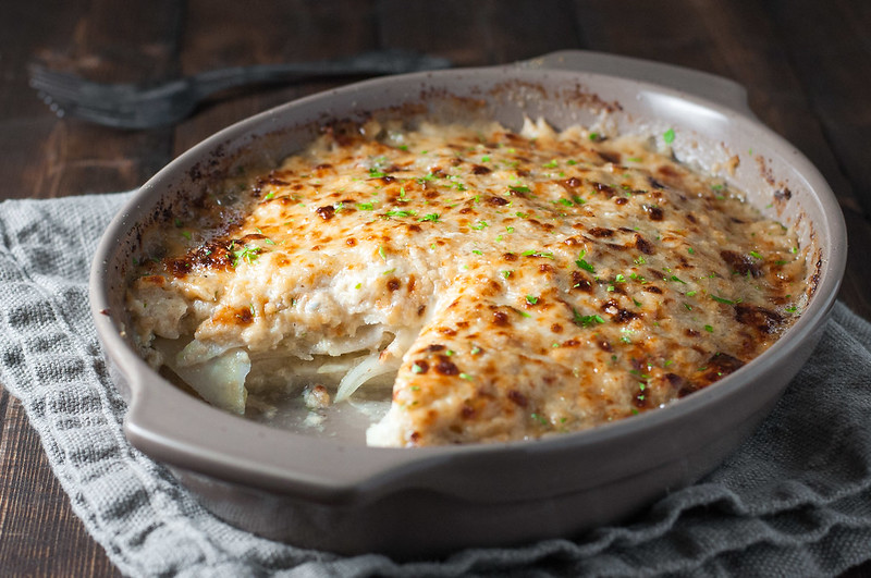 Kohlrabi gratin with blue cheese and creamy white sauce (without a roux!)