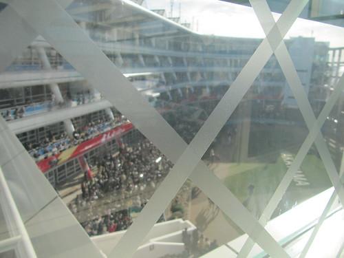 中山競馬場のマツヤサロンから見たパドック