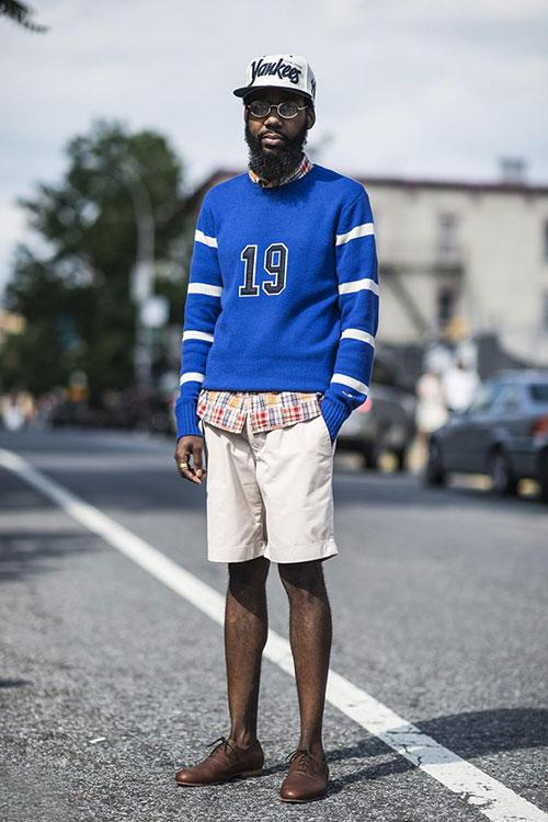 ニット×チェックシャツの重ね着×ハーフパンツ