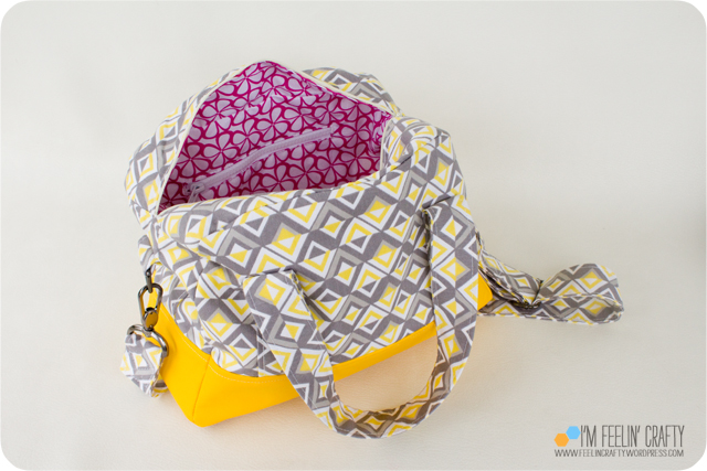 RainyDayBag-Inside-ImFeelinCrafty