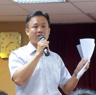 太陽光電系統公會理事長鄭博文指國家要擴大太陽光電,卻又處處設限的作法令人心寒。攝影:陳文姿。