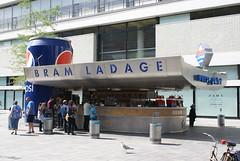 Snackbar met giga Pepsiblikje